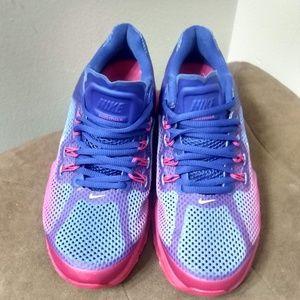 Shoes - Women's Nike Air Max